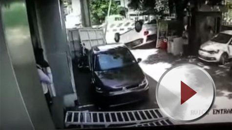 VW Polo răsturnat la ieșirea din showroom! Video!