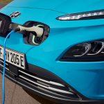 APIA: Românii cumpără tot mai multe mașini electrificate