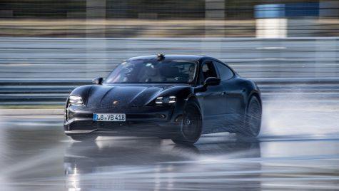 VIDEO: Porsche Taycan intră în cartea recordurilor pentru cel mai lung derapaj controlat