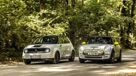 Test comparativ Honda e vs Mini Cooper SE: micii giganți electrici