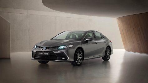 Toyota Camry Hybrid facelift: imagini și informații oficiale