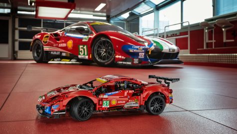 Lego Technic adaugă modelul Ferrari 488 GTE în gama machetelor auto