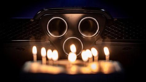 Lexus LFA suflă în lumânări (video)