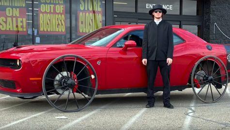 Dodge Challenger SRT Hellcat cu roți de căruță