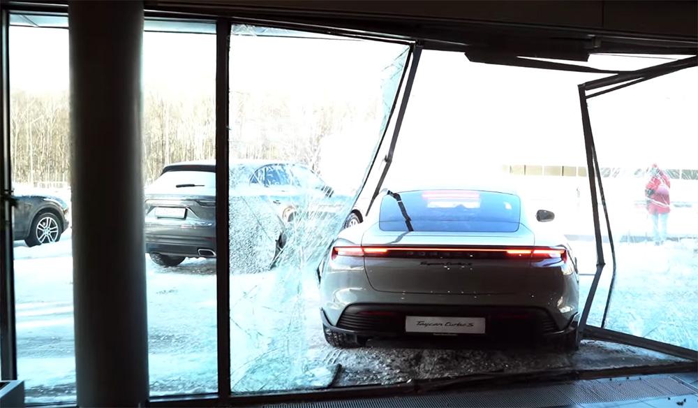 Porsche Taycan Turbo S distrus autoexpert.ro