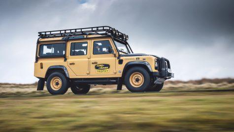 Land Rover Classic aduce un tribut modelului Defender Trophy V8