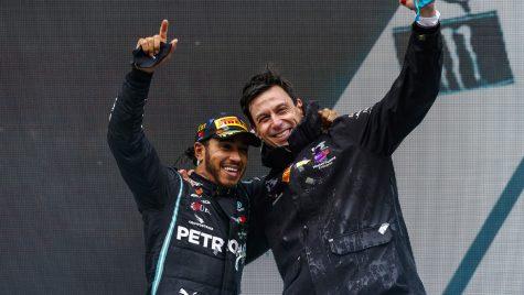 Lewis Hamilton va concura tot pentru Mercedes-AMG în sezonul 2021