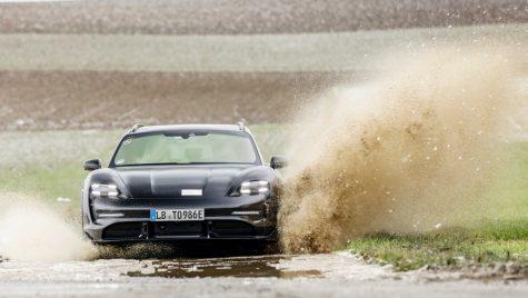 Porsche Taycan Cross Turismo: noi imagini teaser cu modelul electric