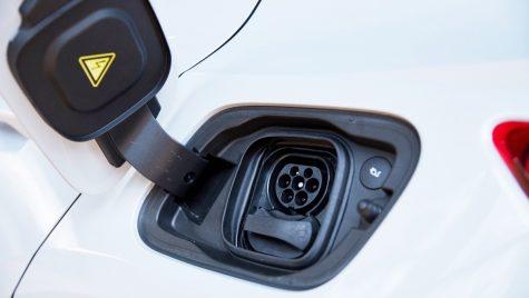 Deloitte: Pandemia a frânat temporar intenția de achiziție a mașinilor electrice