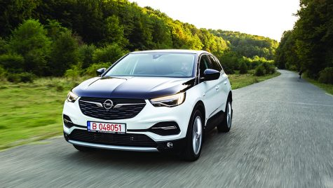 Test drive Opel Grandland X Hybrid4
