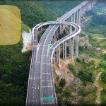 Autostrada-pod din munți are benzi de întoarcere supraetajate