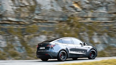 Test drive Tesla Model Y Performance
