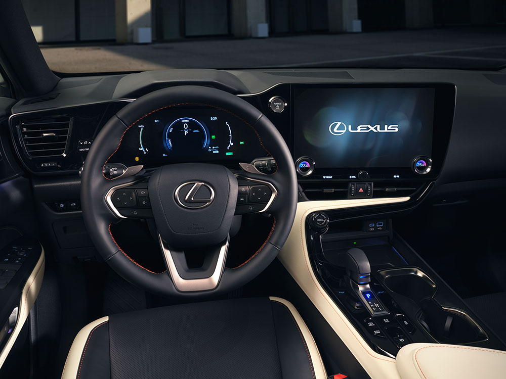 SUV mediu Lexus autoexpert.ro