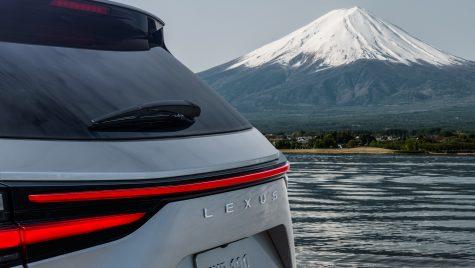 Lexus NX: noua generație a SUV-ului nipon se prezintă în 12 iunie