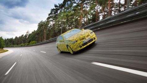 Opel Astra L: imagini cu noul model sub camuflaj