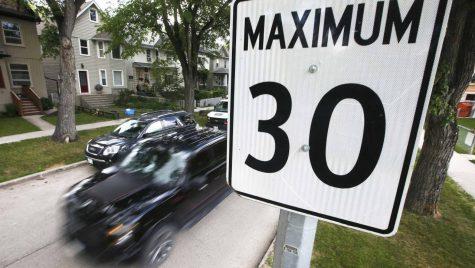 Parlamentarii europeni au recomandat reducerea vitezei în orașe și dotare mașinilor cu alcool-teste