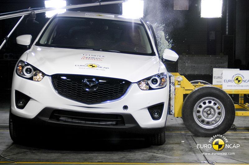 Mazda CX-5 a primit cinci stele la testele de siguranţă Euro NCAP