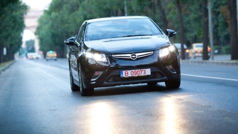 Opel Ampera electrizează România, de azi!