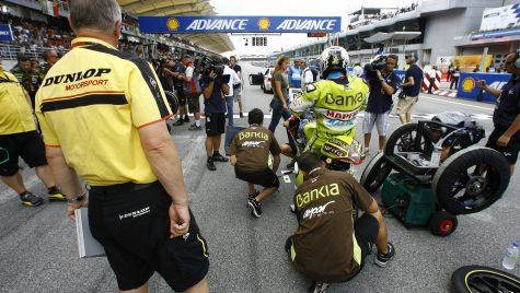 Valencia, o nouă provocare pentru Dunlop şi noii campioni Moto2 și Moto3