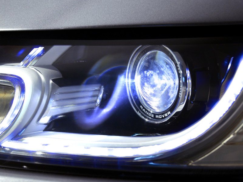 2202_LR_Range_Rover_Sport_Detail_01