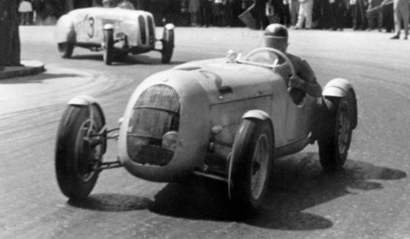 Cu 74 de ani în urmă, pe 21 mai 1939 un român câștiga una dintre cele mai importante curse pe Nürburing la cursa lui de debut pe acest circuit.