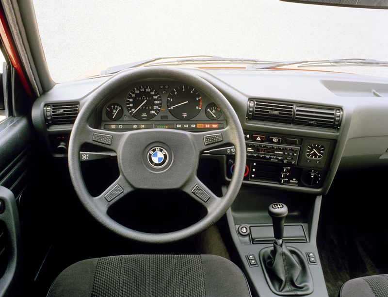 2464_BMW_324d_small_800x612