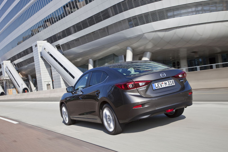 2474_Mazda3_2013_Sedan_action_01__jpg72