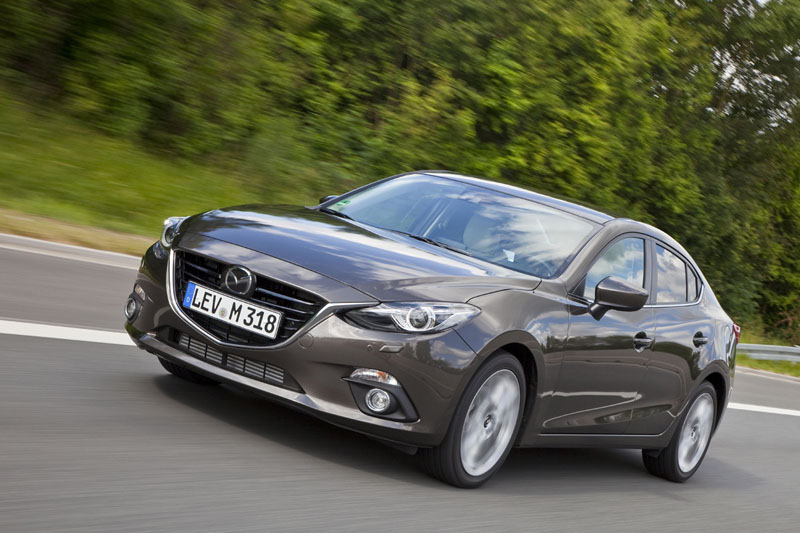 2474_Mazda3_2013_Sedan_action_04__jpg72