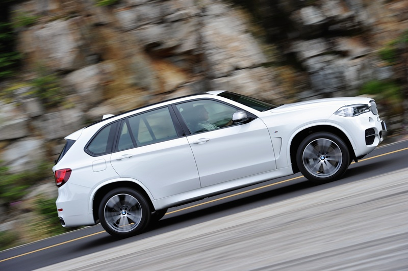 2475_Noul_BMW_X5_M50d_small_800x532-3