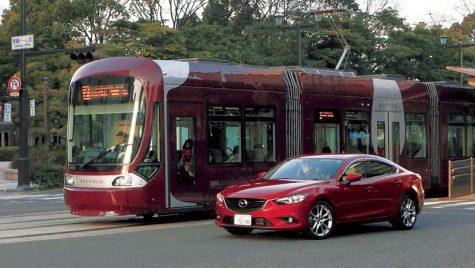 Mazda propune un sistem care permite mașinilor să comunice cu tramvaiele