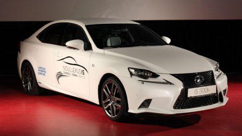 VIDEO: Control în forma perfectă: noul Lexus IS