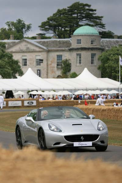 252_Ferrari_California_on_the_hill_at-Goodwood