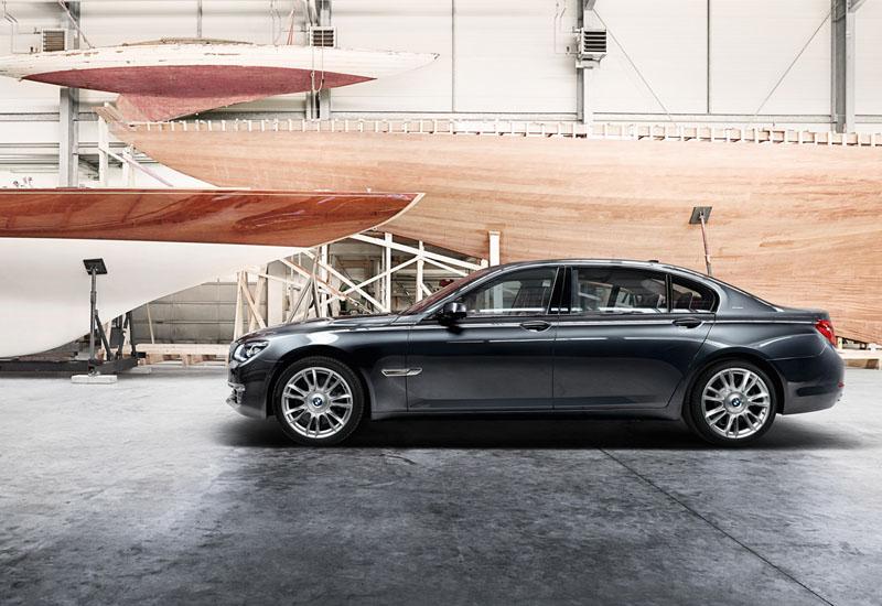 2546_BMW_Individual_760Li_Sterling_inspired_by_ROBBE_BERKING_medium_1600x1203