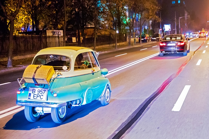 2569_BMW_Isetta_viziteaza_festivalul_SoNoRo_BMW_Florin_Vitzman_small_800x533(4)