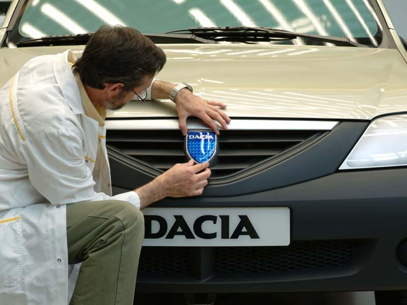 Dacia Logan, de 10 ani pe străzile din România