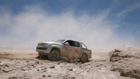 VW Amarok pune umărul la Dakar