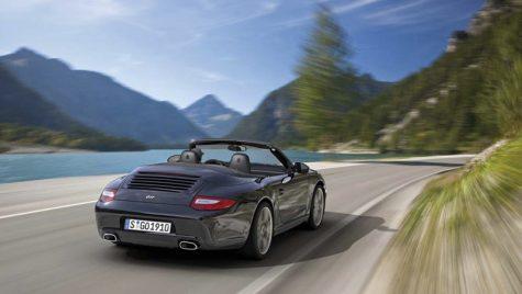 VIDEO: Porsche 911 – Black is back